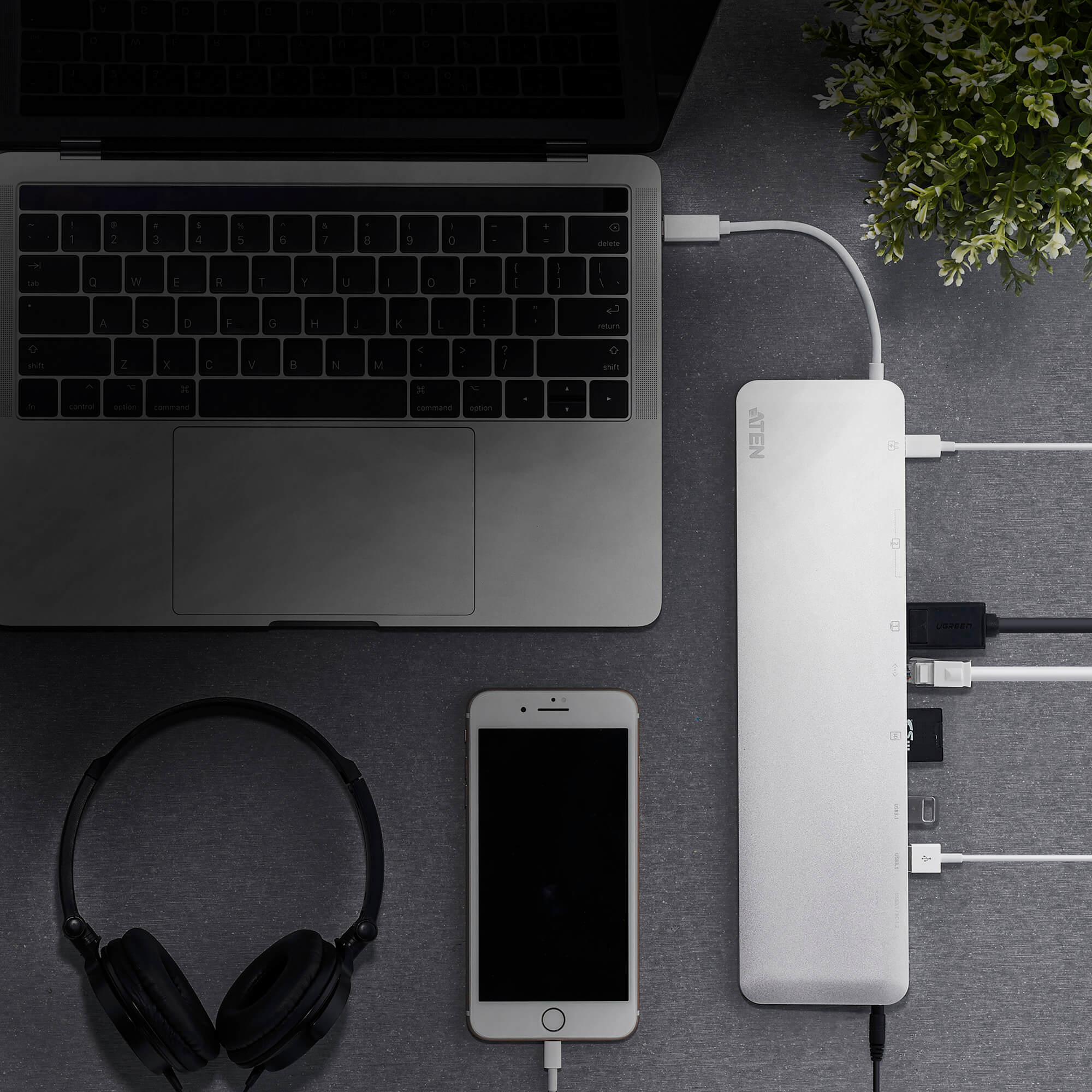 Docking station USB-C multipuerto con power pass-through-4